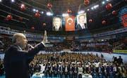 Der türkische Staatschef Recep Tayyip Erdogan wirbt in Istanbul für die umstrittene Verfassungsänderung. (Bild: Kayhan Ozer/Getty (19. März 2017))