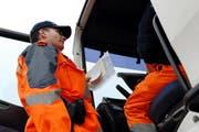 Die Nidwaldner Polizei kontrolliert einen Lastwagen. (Symbolbild) (Bild: Archiv / Neue NZ)