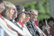 Bundespräsidentin Doris Leuthard gab Bruder Klaus auf dem Sarner Landenberg beim Staatsakt die Ehre. Neben ihr der Obwaldner Landammann Franz Enderli (rechts). (Bild: Pius Amrein (Sarnen, 30. April 2017))