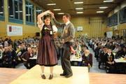 Kilian Rast mit seiner Partnerin beim Pryysbeedälä. (Bild: Urs Hanhart / Neue UZ)