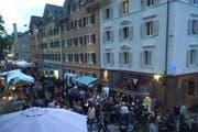 Reges Treiben herrschte am ersten Street-Food-Market in der Lindenstrasse in Luzern. (Bild: pd)