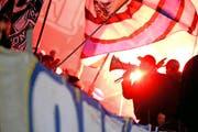 Auch bei der Super-League-Partie zwischen dem FC Luzern und dem FC Aarau am 15. Februar 2014 in der Swissporarena wurden Pyros gezündet. (Bild: Neue LZ / Philipp Schmidli)