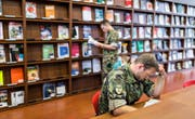 Weniger Kurse an der Uni für Militärkader – das ist bald möglich. Bild: Gaetan Bally/Keystone (Birmensdorf, 13. August 2013)