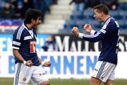 Die Luzerner Dario Lezcano, links, und Remo Freuler, rechts, feiern das 2:0 beim Fussball Super League Meisterschaftsspiel zwischen dem FC Luzern und dem FC Aarau. (Bild: Keystone)