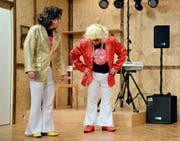 Beni Nyffeler und Erwin Rogger im Stück «Disco Forever». Bild: Yvonne Imbach (Neudorf, 7. November 2016)