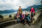 Die Luzerner Märchenerzählerinnen beim Fotoshooting am Vierwaldstättersee. (Bild: Roger Gruetter / Neue LZ)
