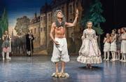 Godi Huser verkörpert auf der Bühne des Stadttheaters Sursee Kaiser Kanisius. (Bild: Roberto Conciatori (24. April 2017))