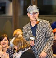 Der baldige Steivater Thomas Meierhans begeistert die Steinhauser als Sherlock Holmes. Bild: Maria Schmid (Steinhausen, 11. November 2016)