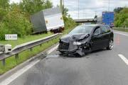 Der Personenwagen wurde bei der Kollision stark in Mitleidenschaft gezogen. (Bild: Luzerner Polizei)
