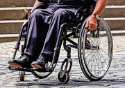 Der Rollstuhlfahrer musste hospitalisiert werden. (Symbolbild)