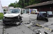 In Freienbach gabs Scherben und Blechschaden nach einer Frontalkollision. (Bild: Kantonspolizei Schwyz)