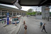 Die Busperrons beim Bahnhof Luzern werden mit Videokameras überwacht. (Bild Pius Amrein)