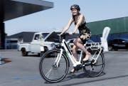 Rund 7 Prozent der Schweizer haushalte verfügen über ein E-Bike. (Bild: Werner Schelbert (Zug, 3. Juli 2015))