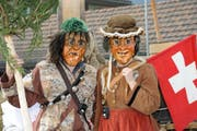 Hudi und Läsi als Wildma und Wildfrau an der Älplerchilbi sind eines der Sujets des Abendprogramms «Chärnser Jahr», das in Gossau gezeigt wird. (Bild: PD)