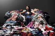 Die Kleiderberge weltweit wachsen Jahr für Jahr. In der Schweiz werden pro Kopf jährlich zwischen 40 bis 70 Kleidungsstücke gekauft. (Bild: Getty)