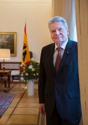 Joachim Gauck im Schloss Bellevue in Berlin. Bei seinem Besuch in der Schweiz werden unter anderem die intensiven bilateralen Beziehungen zwischen Deutschland und der Schweiz ein Thema sein. (Bild: Keystone)
