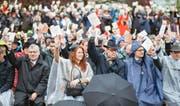 Urform der direkten Demokratie: Stimmbürgerinnen und Stimmbürger an der Glarner Landsgemeinde.Bild: Samuel Trümpy/Keystone (Glarus, 1. Mai 2016)