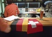 Deutsche in der Schweiz: Der Aufwand, sich für Wahlen registrieren zu lassen, schreckt viele ab. (Bild: KEY)