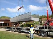 Installation einer typähnlichen Brücke mittels Mobilkran. (Bild: PD)