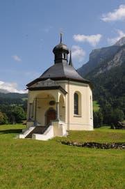 Die Heiligkreuz-Kapelle in Grafenort ist für 700'000 Franken innen und aussen restauriert worden. (Bild: Markus von Rotz (NZ))