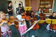 Das interkulturelle Kinder- und Jugendstreichorchester des Quartiers Basel-/Bernstrasse «BaBeL Strings» wurde 2016 vom Rotary Club Luzern unterstützt. (Bild: Nadia Schärli, Luzern, 27. Juni 2016)