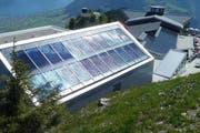 Bergstation der Stanserhornbahn. Die ganzflächig integrierte, 56 Quadratmeter grosse thermische Solaranlage liefert 25'000 kWh/a. (Bild: PD / Schweizer Solarpreis 2015)