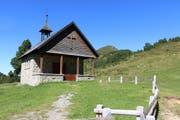 Willkommende Rast bei der malerischen Kapelle in Sewen (Bild: Leserbild: Irene Wanner)
