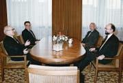Die Stimmung schien gelöst: Botschafter Birrer (vorne rechts) bei seinem Antrittsbesuch 1987 bei Erich Honecker (vorne links). (Bild: PD)