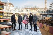 Sie hatten keinen Erfolg mit ihrer Initiative: Yannick Gauch, Marcel Budmiger David Roth, Daniel Gähwiler und Yvonne Zemp (von links) auf der Himmelrich-Baustelle in Luzern. (Bild: Roger Grütter (Luzern, 4. März 2018))