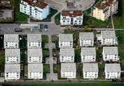 Auch von diesen Häusern in Dübendorf will der Bundesrat ganz genau wissen, wo sich die Eingänge befinden. (Bild: Keystone/Steffen Schmidt)