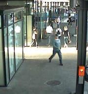 Der gesuchte Mittäter befindet sich noch immer auf der Flucht. (Bild: Zuger Polizei (Zug, 24. August 2017))