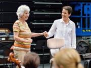 Die Dirigentinnen Sylvia Caduff (links) und Konstantia Gourzi. (Bild: SRF/Accentus Music/Michael Boomers)