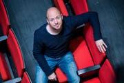 Dominik Busch in den Zuschauerrängen des Luzerner Theaters. (Bild: Dominik Wunderli / Neue LZ)