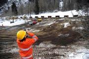 Auch während der Bauarbeiten wird der Hang überwacht. (Bild: Urs Hanhart / Neue UZ)