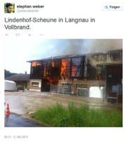 Die ausgebrannte Scheune in Langnau bei Reiden. (Bild: twitter.com (Screenshot))