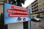 Erst auf den zweiten Blick erkennt man den Urheber des Plakats, hier an der Maihofstrasse in Luzern. (Bild: Stefanie Nopper)