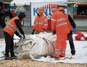 Beim Aufbau sind zwischen achtzig und hundert Leute tätig. (Bild: Stefan Kaiser (Zug, 6. November 2017))