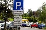 Auf diesem Parkplatz soll das Altersheim entstehen. (Archivbild Martin Heimann/Neue ZZ)