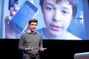 Mit seinem Internetblog erregte der damals 13-jährige Philipp Riederle grosse Aufmerksamkeit (Bild hinten), heute erklärt der 19-Jährige Unternehmen wie die junge Generation tickt. (Bild Thomas Züger)