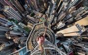 Buildering als Hobby, hier in Hongkong: Alexander Remnev: Need Adrenaline! 2014. (Bild: Fotomuseum Winterthur)