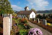 Der reformierte Friedhof bei der Kirche in Hüswil sucht im Kanton Luzern seinesgleichen. (Bild Philipp Schmidli)