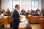 Finanzdirektor Kaspar Michel brachte das Budget 2014 im Kantonsrat fast ungeschoren durch. (Bild: Laura Vercellone / Neue SZ)
