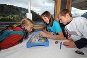 Die Kinder haben auf dem Spielschiff sichtlich Spass. (Bild: Boris Bürgisser/Neue LZ)