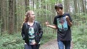 Aus dem Film (von oben): Thomas (Yannic Berchtold) vertraut seine Sorgen Jessica (Ronja Studer) an,... (Bild: PD)