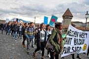 Besonders in der Bildung kommen jetzt noch weitere Sparmassnahmen dazu. Das versuchten Schüler am vergangenen Montag mit einer Demonstration in Luzern zu verhindern. (Bild Nadia Schärli)