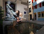 Die Bronzefigur des Hechtbrunnens stammt von Andreas Kögler. (Bild: Stefan Kaiser / Neue ZZ)