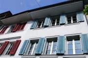 An der Grabenstrasse in Zug werden im Zuge der Lärmsanierung die Fenster ersetzt. (Bild: Zuger Zeitung/ Archiv)