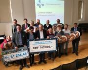 Übergabe des Checks. (Bild: Jérôme Martinu (Luzern, 28. November 2017))