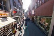 Hertensteinstrasse in Luzern: Die Stadt will den Dialog mit dem Detailhandeln führen und ihn fördern. (Archivbild Roger Grütter)