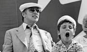Der Vater: «Wenn alle Politiker wie der wären, würde auf der Welt Frieden herrschen», sagte John Lennon über Pierre Trudeau. Der Vater von Justin Trudeau war von 1968 bis 1984 mit Unterbrechungen kanadischer Premierminister. Das Bild von 1978 zeigt den im Jahr 2000 verstorbenen Premierminister mit seinem sechsjährigen Sohn Justin. (Bild: Getty)